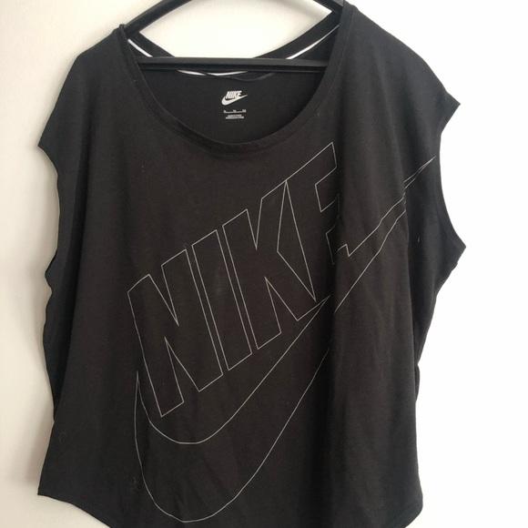 Nike Tops - nike workout top